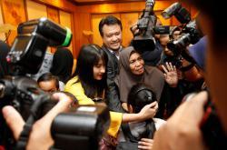 Vítání zadržených Malajsijců na letišti v Kuala Lumpur