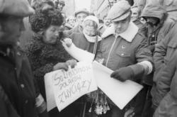 Shromáždění před Nejvyšším soudem, kde proběhla v listopadu 1980 registrace Solidarity