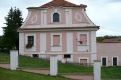 Atypický bunkr v Sazené u Velvar