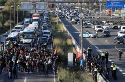 Demonstranti zablokovali silnice