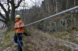V Děčíně začaly práce na sanaci uvolněného pískovcového masivu
