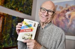 Gene Deitch se svou autobiografií Z lásky k Praze