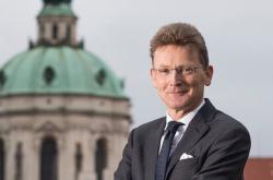 Nový britský velvyslanec v Česku Nicholas Archer