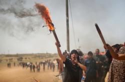 Palestinský protest při hranici s Gazou