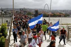 Karavana migrantů na hranici s USA