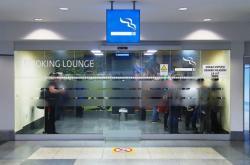 Kuřácký koutek na pražském letišti už je minulostí