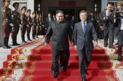 Severokorejský vůdce Kim Čong-un (vlevo) a jihokorejský prezident Mun Če-in