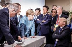Donald Trump v obležení ostatních lídrů na summitu G7