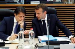 Francouzký prezident Macron s italským premiérem Contem