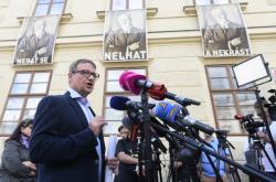 David Rath, který má jít za korupci na 8,5 roku do vězení, uspořádal v den vynesení rozsudku na Hradčanském náměstí tiskovou konferenci