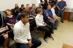 Tři mladíci obžalovaní ze zapálení kostela