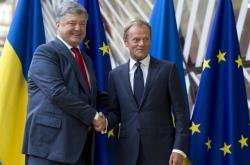 Ukrajinský prezident Petro Porošenko a šéf Evropské rady Donald Tusk