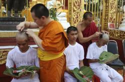 Zachránění chlapci se stanou buddhistickými novici