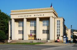 Jiráskovo divadlo v Hronově