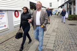 Norský exministr rybolovu Per Sandberg a jeho íránská přítelkyně