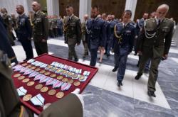 Slavnostní nástup vojáků po návratu ze zahraničních operací