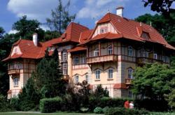 Luhačovický hotel Jestřabí od Dušana Jurkoviče
