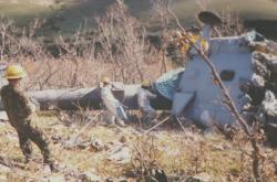 Trosky zříceného českého vrtulníku v Bosně a Hercegovině (říjen 1998)