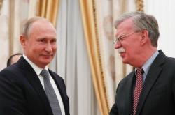 Vladimir Putin s bezpečnostním poradcem Bílého domu Johnem Boltonem