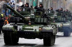 Tanky T-72M4CZ při přehlídce na Evropské