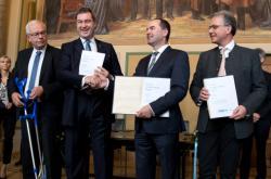 Nová bavorská koalice Křesťanskosociální unie (CSU) a konzervativních Svobodných voličů (FW)
