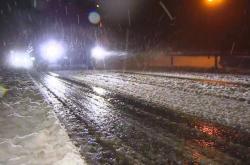 Silné sněžení způsobilo na Šumavě dopravní komplikace