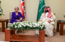Theresa Mayová a Muhammad bin Salmán na summitu G20