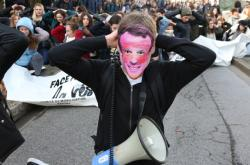 Protest proti Macronovi ve městě Bayonne