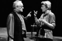 Jana Štěpánková se svým manželem, režisérem Jaroslavem Dudkem v Divadle na Vinohradech (1994)