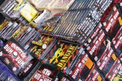 Na tržnicích je dál v prodeji i zakázaná pyrotechnika