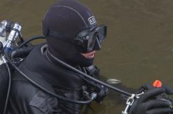 Potápěč u Karlova mostu