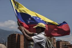 Protivládní demonstrant ve Venezuele