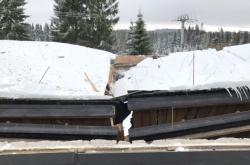 Propadlá střecha v Myslivnách na Karlovarsku