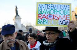 Protest proti antisemitismu a daším projevům nenávisti v Paříži