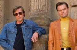 Brad Pitt a Leonardo DiCaprio ve filmu Tenkrát v Hollywoodu