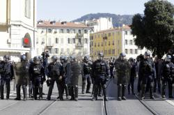 Kordon policie v ulicích jihofrancouzského městečka Nice