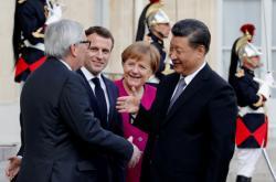Jean-Claude Juncker, Emmanuel Macron, Angela Merkelová a Si Ťin-pching v Paříži