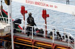 Maltský voják na lodi, kterou unesla skupina uprchlíků