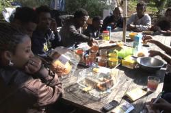 Migranti na Herrouově farmě