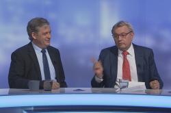 Senátor ČSSD Jiří Dienstbier a prezident Hospodářské komory Vladimír Dlouhý (vpravo)