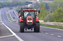 Traktory by po zvýšení rychlosti na silnici I/13 mezi Mostem a Bílinou nesměly