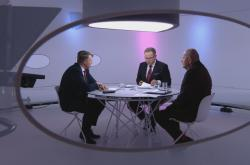 Otázky Václava Moravce navštívil viceguvernér ČNB Tomáš Nidetzký a ekonom Michal Mejstřík