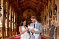 Meghan a Harry ukázali svého syna poprvé veřejnosti