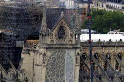 Katedrála Notre-Dame po ničivém požáru