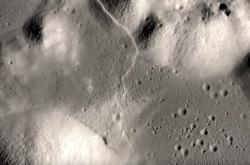 Vrásy na měsíčním údolí