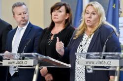 Ministři Richard Brabec (ANO), Alena Schillerová (za ANO) a Klára Dostálová (za ANO)