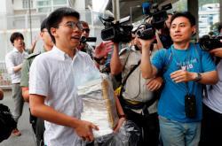 Wong okamžitě po propuštění vyzval správkyni Hongkongu k demisi
