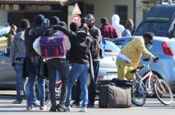 Lidé z uprchlického centra v Mineu