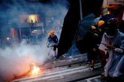Střety s policií v Hongkongu