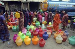 Cisterny s vodou v Čennaí